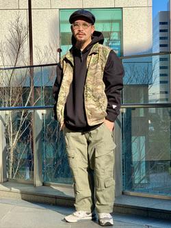 LINKS UMEDA店の番場 祐太郎さんののACUタイプカーゴパンツを使ったコーディネート
