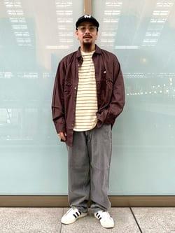 ルクア大阪の番場 祐太郎さんのLeeのBLACK RIDERS ワイドデニムパンツを使ったコーディネート