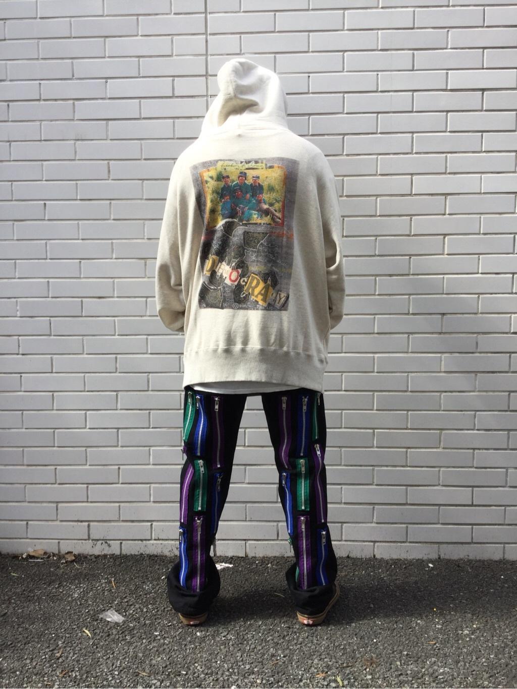 TOKYO HARAJUKU店のSHUさんのEDWINの【EDWIN × KIDILL × Jamie Reid】 Democracy Print Hoodyを使ったコーディネート