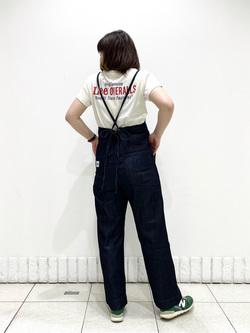 札幌パセオ店のPinanchosuさんのLeeの【直営店/WEB限定カラー】リラックスサロペットを使ったコーディネート