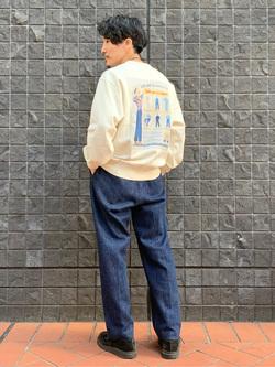 大阪店のサカモトヒロシさんのLeeの【ユニセックス】バックプリント クルーネツク長袖を使ったコーディネート