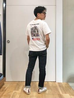 LINKS UMEDA店のサカモトヒロシさんのEDWINの終了【EDWIN 60周年限定】 クルーネック 半袖Tシャツ Bを使ったコーディネート