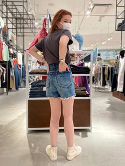 西宮ガーデンズ店のMisakiさんのLeeの【SALE】【The DENIM】デニムショートパンツを使ったコーディネート