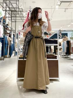 西宮ガーデンズ店のMisakiさんのLeeの【Lee×GRAMICCI(グラミチ)】オーバーオール スカートを使ったコーディネート