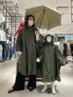 西宮ガーデンズ店のMisakiさんのLeeの【SALE】【雨の日もおしゃれに】ポンチョを使ったコーディネート