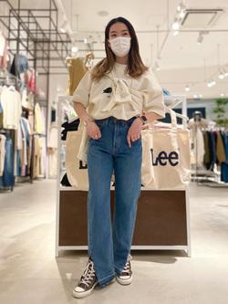 西宮ガーデンズ店のMisakiさんのLeeの【竹下玲奈さんモデル】ストレートデニムパンツ カットオフを使ったコーディネート