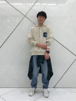 熊本COCOSA店のhironoriさんのLeeの【男女兼用】デニムポケット パーカーを使ったコーディネート
