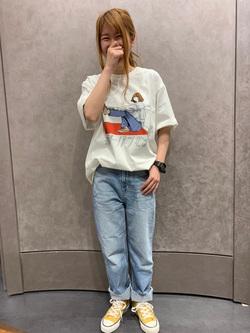 LUCUA1100店のもりおさんのEDWINの【限定】ジーパン女子×江口寿史 Tシャツ Shoelace 【ユニセックス】を使ったコーディネート