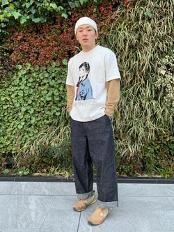 LINKS UMEDA店の数斗さんのEDWINの【限定】ジーパン女子×江口寿史 Tシャツ Boyfriend style1 【ユニセックス】を使ったコーディネート