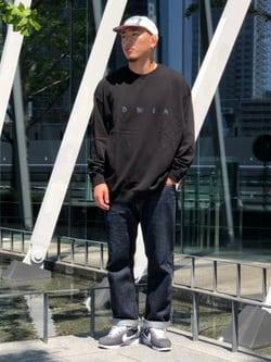 LINKS UMEDA店の中川 数斗さんのEDWINの【期間限定10%OFF】A KIND OF BLACK BIG FIT クルーネック スウェットを使ったコーディネート