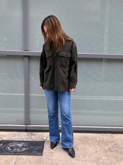 堀江店のチャンハタさんのLeeの【Winter sale】【ユニセックス】ビッグフィット ワークシャツ(コーデュロイ)を使ったコーディネート