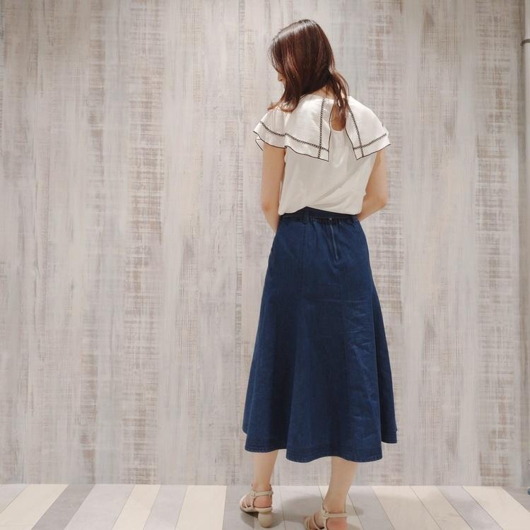 ステッチ配色ベルト付きタックフレアースカート